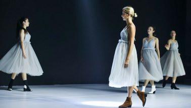 不用出国看大秀,百丽国际18秋冬舞会大秀就很惊艳