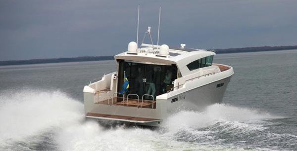 Delta 54 Carbon:全球首款全碳纤维豪华游艇